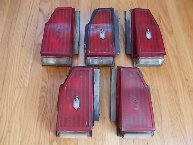 81-86 Monte Carlo Taillights. (cracks/missing emblems..)